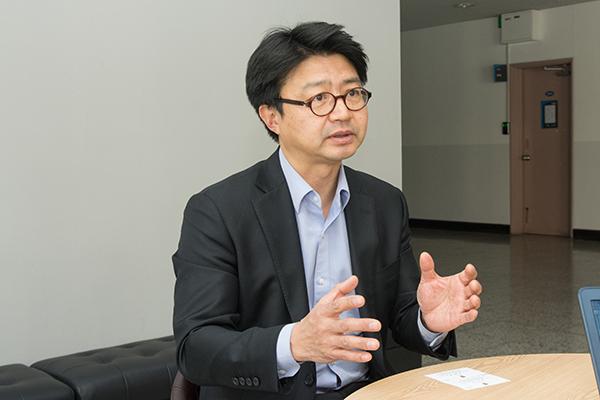 [심동일] 강원택교수_줄인것.jpg